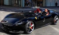 Zlatan Ibrahimovic cưỡi siêu xe Ferrari trên đường phố Thuỵ Điển