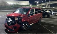 Cựu nhân viên Mercedes-Benz lái máy ủi phá hoại 50 ôtô