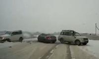 Rẽ không báo hiệu, SUV gây họa cho ôtô ngược chiều