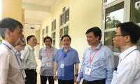 Thứ trưởng Bộ GD&ĐT Nguyễn Hữu Độ kiểm tra công tác chấm thi tự luận của Hà Nội