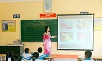 Bộ Chính trị cho phép xét đặc cách giáo viên hợp đồng: Sao Hà Nội không làm?
