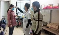 Học sinh, sinh viên đo thân nhiệt trước khi đến trường