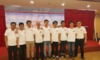 GS. Lê Anh Vinh (ngoài cùng bên phải) cùng đội tuyển IMO Việt Nam năm 2019.