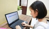 Sinh viên học trực tuyến. Ảnh: UEH