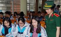 Học viện Khoa học Quân sự tư vấn tuyển sinh - hướng nghiệp 2021 cho học sinh trường THPT chuyên Thái Nguyên. Ảnh: HVKHQS
