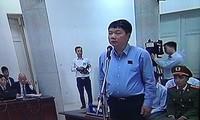 Ông Đinh La Thăng trước bục khai báo sáng nay.