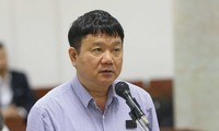 Bị cáo Đinh La Thăng khai báo trước hội đồng xét xử. Ảnh: TTXVN.