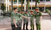 Lực lượng Công an huyện Lương Sơn (Hòa Bình) làm nhiệm vụ đảm bảo an ninh tại một điểm thi.