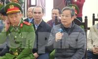 Bị cáo Nguyễn Bắc Son khai báo tại tòa.