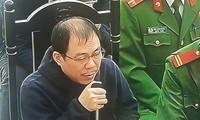 Bị cáo Phạm Nhật Vũ trình bày tại tòa trong phần xét hỏi.