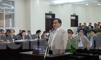 Phan Văn Anh Vũ khai báo tại tòa.