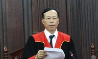 Thẩm phán Nguyễn Trí Tuệ tuyên án giám đốc thẩm vụ Hồ Duy Hải.