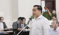 Bị cáo Phan Văn Anh Vũ trình bày tại tòa phúc thẩm. Ảnh Như Ý.