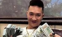 Bùi Xuân Huấn đã viết 2 cuốn sách dạy làm giàu.
