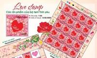 Mỗi bạn trẻ có thể tạo riêng cho mình một bộ tem có mùi hương hoa hồng.