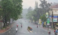 Dự báo mưa dông xảy ra ở nhiều nơi khi gió mùa đông bắc về từ đêm nay. Ảnh minh họa.