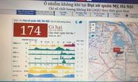 Chát lượng không khí lên ngưỡng xấu trong sáng nay. Ảnh: Nguyễn Hoài.