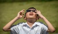 Sự kiện thiên văn kỳ thú thu hút rất nhiều học sinh tại Hà Nội.