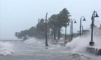 Áp thấp nhiệt đới dự báo sẽ trực tiếp và gián tiếp gây mưa lớn trên khắp nước ta.