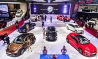Gian hàng Volkswagen có tổng cộng 7 mẫu xe từ SUV cao cấp đến sedan hạng sang cho doanh nhân cũng như Coupe đầy cá tính
