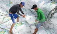 Theo thống kê của Tổng cục Hải quan, tính đến 17/4, mới chỉ có 6.810/400.000 tấn gạo hạn ngạch được xuất khẩu trong tháng 4