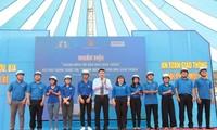 Trong khuôn khổ chương trình, Honda Việt Nam trao tặng 500 mũ bảo hiểm cho các đoàn viên, thanh niên tỉnh Đồng Nai