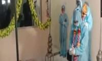 Cặp đôi Ấn Độ nhiễm COVID-19 vẫn tiến hành kết hôn, tiếp thêm hy vọng nơi 'địa ngục'
