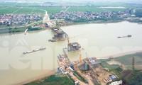Toàn cảnh công trường xây dựng cầu vượt sông gần 2.000 tỷ đồng ở Bắc Ninh