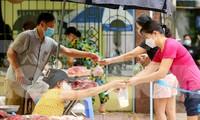 Người Hà Nội thêm ấm lòng với chợ lưu động bình ổn giá
