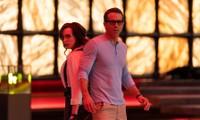 'Deadpool' Ryan Reynolds tình tứ với 'đả nữ' game giữa màn cháy nổ 'nóng rực' màn hình