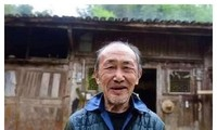 Ông lão hiến tặng căn nhà tổ bằng gỗ trị giá gần 3.000 tỷ đồng khiến Cnet 'sang chấn'