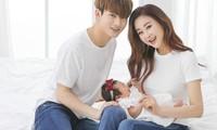 """Cặp vợ chồng """"hot"""" nhất showbiz Hàn: Vợ """"đáng tuổi cô"""", chồng """"đáng tuổi cháu"""""""