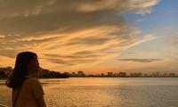 Hoàng hôn hồ Tây: Điểm check-in, thư giãn của giới trẻ Hà Thành