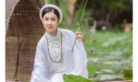 Hoa khôi Hutech đẹp dịu dàng trong áo dài cổ phục Việt Nam