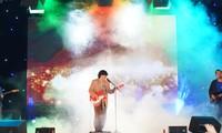 Ngọt Band cực 'phiêu' trong đêm đại nhạc hội chào tân sinh viên trường Báo