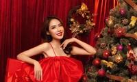 """""""Lụi tim"""" với nét quyến rũ của Á khôi Hồng Nhung trong bộ ảnh Giáng sinh"""