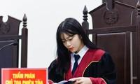 Nữ thẩm phán tương lai thu hút cả nghìn like chỉ bằng một bức ảnh