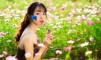 Nữ sinh Bách khoa hóa công chúa mơ màng giữa rừng hoa