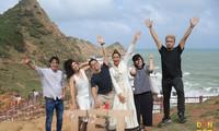 Hoa hậu H'Hen Niê và loạt nghệ sĩ nổi tiếng tham gia Đón Tết cùng VTV 2021 - Đi theo bóng Mặt trời