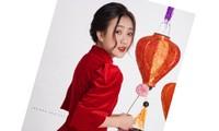 Ngắm nhìn bộ ảnh lung linh sắc đỏ của nữ sinh Đại học Thăng Long xinh như búp bê
