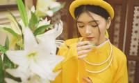 Nữ sinh thanh tao trong cổ phục Việt đón xuân