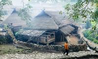 """Làng du lịch nổi tiếng với nhà rơm- """"bộ lạc nguyên thủy"""" cuối cùng bị lửa biến thành tro"""