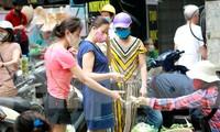 Buổi sáng ở chợ truyền thống Thủ đô những ngày dịch COVID-19