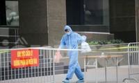 ẢNH: Phong toả chung cư 34T Hoàng Đạo Thuý vì nghi người nhiễm COVID-19