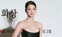 Thót tim khi sao Hàn suýt gặp sự cố lộ ngực vì mặc đồ gợi cảm