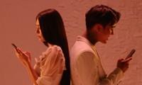 """Phim """"Tiệc trăng máu"""" tung MV nhạc phim cũng phơi bày những giả dối sau chiếc điện thoại"""
