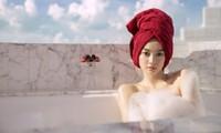 """Kaity Nguyễn tắm bán nude, không """"lộ hàng"""" mà vẫn nóng bỏng"""