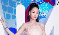 """Hoa hậu Đại dương 2017 Lê Âu Ngân Anh bị """"lộ hàng"""" trên thảm đỏ tuần lễ thời trang?"""