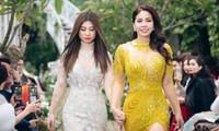 Sau hơn 10 năm xa cách, Lý Hương và con gái đã được nắm tay nhau trên sàn catwalk