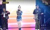 """""""Rap Việt"""": Tlinh tạo kỳ tích khi một mình """"cân"""" hai đối thủ """"nặng ký"""""""